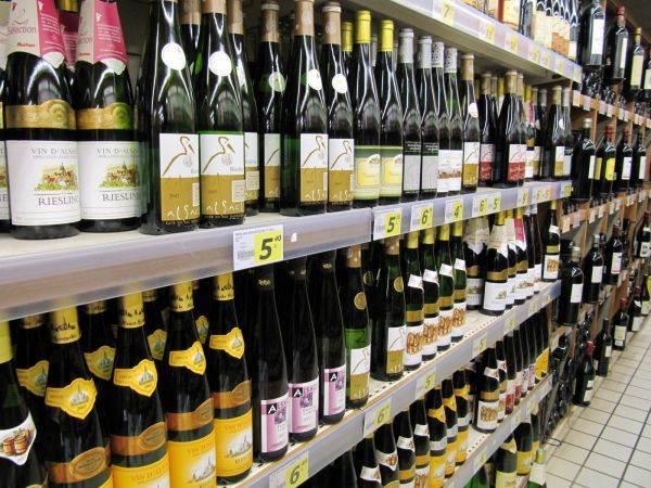 Ismea: consumi stagnanti, ma volano spumanti e vino