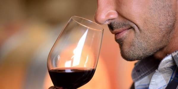 Calano i consumatori abituali di vino in Usa. Lo studio di Wine Intelligence