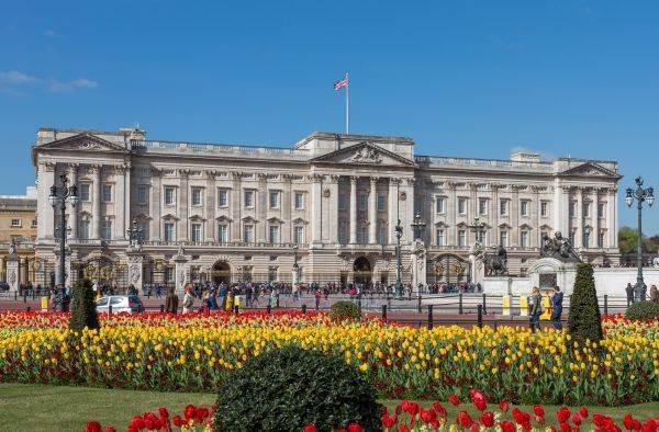Alla cena per Trump la regina Elisabetta serve vino British