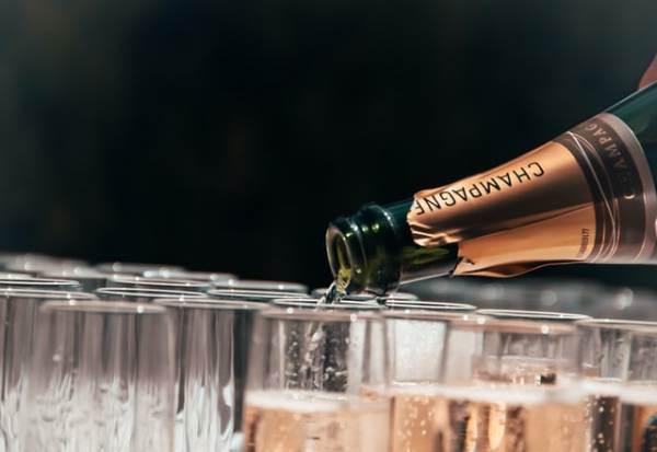 Champagne, riprese le spedizioni verso la Russia
