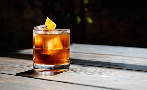 Il cocktail più amato al mondo? Il Negroni non scalza (ancora) l'Old fashioned