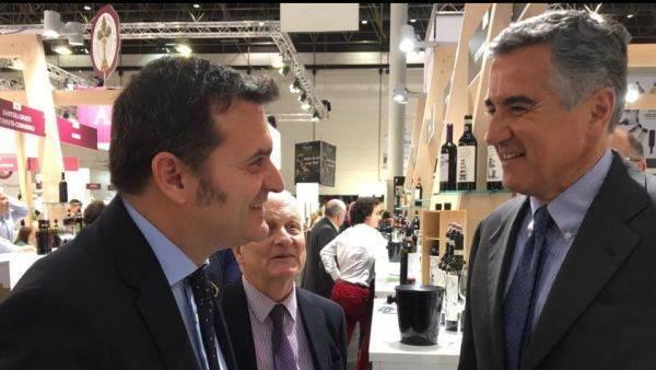 Il ministro Centinaio al ProWein: serve un'immagine unitaria per il vino italiano