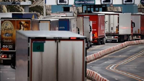 Londra posticipa alcuni controlli post-Brexit in frontiera