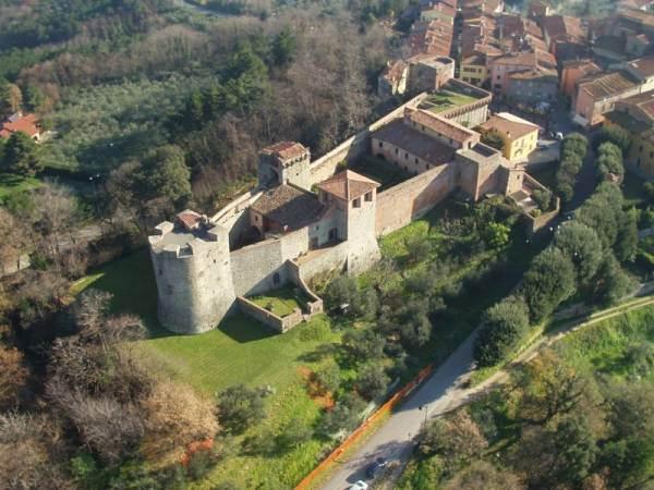 La Fortezza di Montecarlo e il vino dei papi