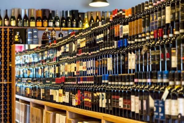 Lombardia: cancellato il divieto d'asporto delle bevande alcoliche dalle 18