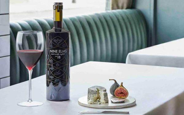 Complessità, acidità e tannini: in Uk la bevanda analcolica con 20 botaniche per accompagnare cibi gourmet