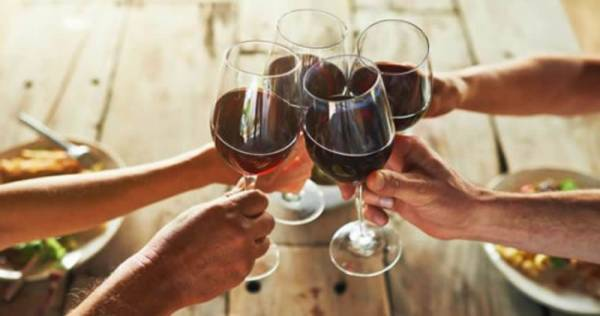 Nomisma/Wine Monitor: l'e-commerce guida le vendite off-trade di vino (+350%)
