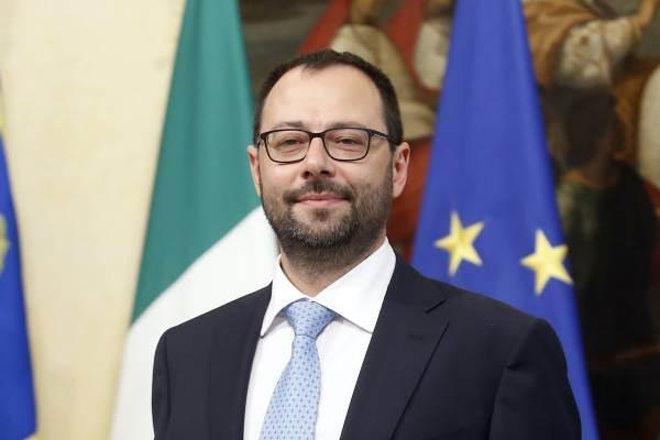 Patuanelli: l'Italia non asseconderà la proposta Ue sui vini dealcolati