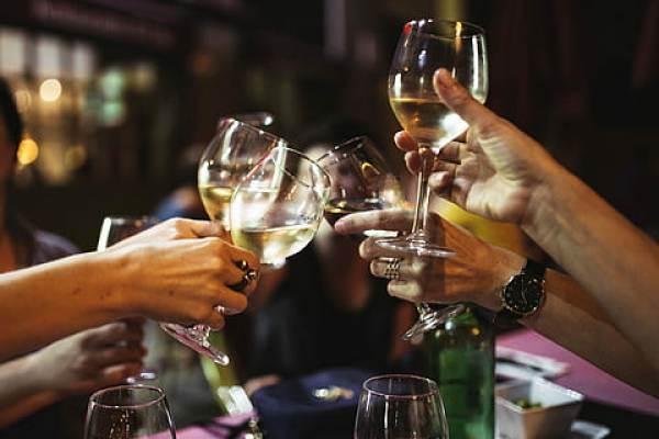 Consumatori sempre più interessati al vino, ma poco conoscitori