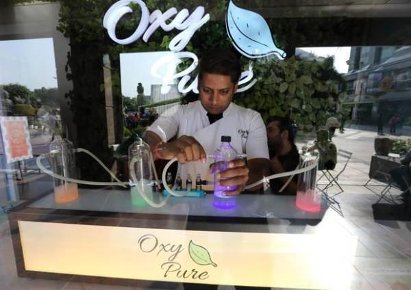 A Nuova Delhi nasce l'oxygen bar, un sorso di ossigeno contro l'inquinamento