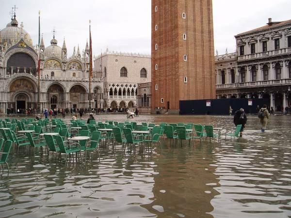 Danni acqua alta: il Consorzio Doc Prosecco dona 100mila euro a Venezia