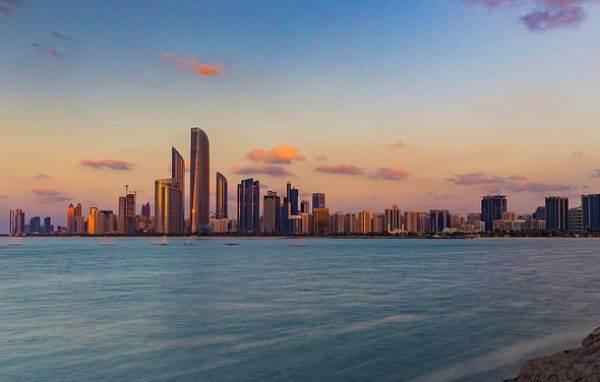 Abu Dhabi allenta le restrizioni all'acquisto di alcolici