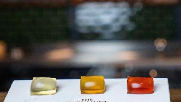 Addio bicchiere di cristallo davanti al camino: il whisky da oggi si beve in capsule