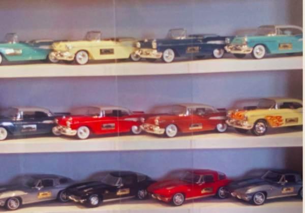 Dalla Thunderbird alla Mustang: in Usa il decanter di whisky è un modellino d'auto